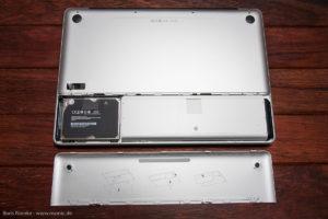 Das MacBook Pro ermöglicht einen einfachen Zugang zu Akku, Festplatte und Speicher über eine Klappe, die ohne Schrauben zu öffnen ist.