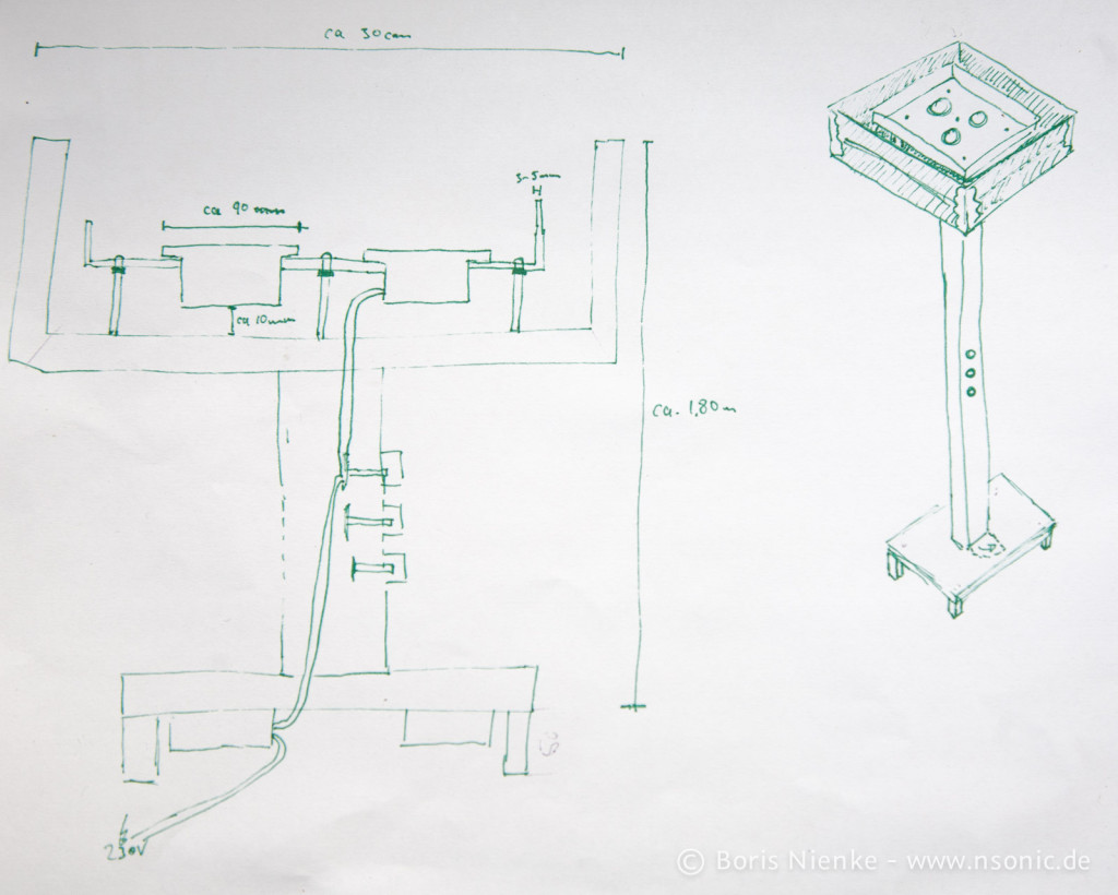 Meine voll professionelle und Maßstabsgerechte Zeichnung meiner Idee *kchkch* :) Die Netzteile sollten unter den Fuß geschraubt werden. Die LED-Module sollten auf eine Metallplatte gelegt werden. Der Plan ging noch von 3 Modulen aus, schlussendlich wurden es 2x 1250lm Module