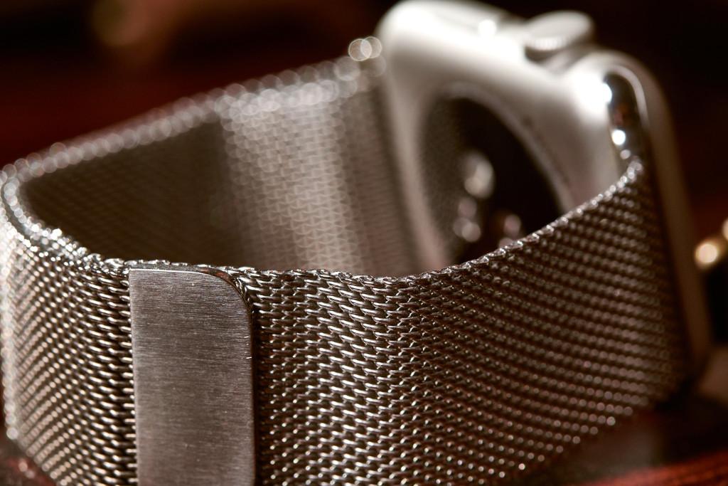 Verdammt nah dran am Original dieses Metallgewebe-Armband mit Magnetverschluss