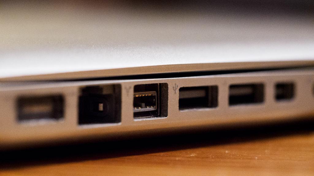 "MacBook Pro 15"" 2009 – Firewire 800"